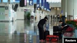 香港国际机场的乘客 (2020年10月20日)