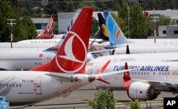 Puluhan pesawat Boeing 737 MAX yang dilarang terbang memenuhi parkiran di Boeing Field, Seattle, AS, 27 Juni 2019.