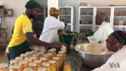 Le pari difficile des femmes de l'agroalimentaire de Foulaya en Guinée (vidéo)