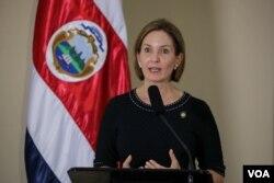 La ministra de Comercio Exterior, Dyalá Jiménez, explicó los problemas que exiten con los transportistas en la frontera con Nicaragua.