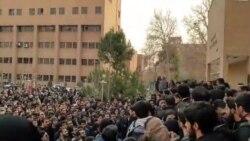 """Estudiantes iraníes advierten: """"Nuestras élites están abandonando el país para siempre"""""""