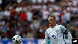 Wayne Rooney, lors d'un match du groupe B entre l'Angleterre et le Pays de Galles, à Lens, France, jeudi 16 juin, 2016. (AP Photo/Darko Vojinovic)