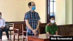 Ông Chung Hoàng Chương tại phiên tòa ngày 27/04/2020. Photo PLO