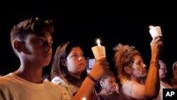 Cầu nguyện cho các nạn nhân vụ xả súng ở nhà thờ First Baptist ở Sutherland Springs, ngày 5/11/2017.