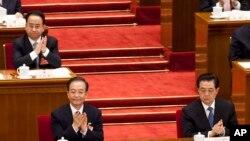 2012年3月11日,令計劃(坐在溫家寶後面)和胡錦濤、溫家寶一起出席中國人大會議。