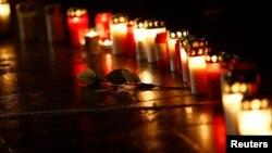 جرمنی میں کرسمس مارکیٹ پر ٹرک حملے میں ہلاک ہونے والوں کی یاد میں شمعیں روشن ہیں۔ 19 دسمبر2018