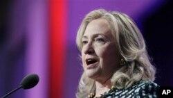အေမရိကန္နိုင္ငံျခားေရး၀န္ၾကီး ကလင္တန္ Clinton Global Initiative ႏွစ္ပါတ္လည္ နိင္ငံတကာ ေဆြးေႏြးပြဲ မိန္႔ခြန္းေျပာေနစဥ္
