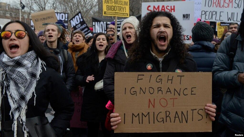 """El movimiento organizado a través de las redes sociales será acompañado de actosdel """"Día sin inmigrantes"""" convocados en varias ciudades de EE.UU."""