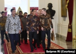 CEO IDFC Adam Boehler didampingi Menko Kemaritiman dan Investasi Luhut Binsar Pandjaitan menemui Presiden Joko Widodo di Istana Negara, Jakarta, 10 Januari 2020. (Foto: Setpres)