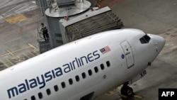 Pesawat Malaysia Airlines di Bandar Udara Internasional Kuala Lumpur di Sepang (14/5). (AFP/Manan Vatsyayana)