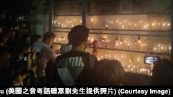 香港市民在六月四日晚上到維多利亞公園電起蠟燭,悼念六四事件發生31週年.(美國之音粵語廣播聽眾劉先生提供照片)