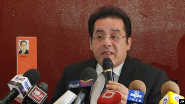 Opposition leader Ayman Nour speaks to reporters at a press conference in Cairo, Egypt, 06 Apr 2010