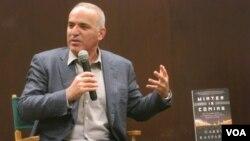Garry Kasparov lors d'une présentation de son dernier livre «Winter is coming.»