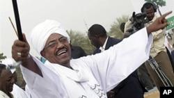 Le président soudanais Omar el-Béchir, à Khartoum, le 1er mai 2010