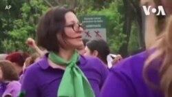 墨西哥国际妇女节前夕游行呼吁制止针对女性暴力