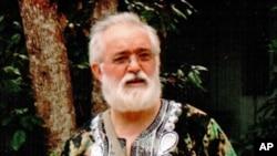 """Padre José Luzia Gonçalves autor de """"Igreja de Todos e de Alguém"""""""