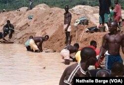 Extraction de diamant à Tongo, près de Bo, dans l'Est de la Sierra Leone (janvier 2002)