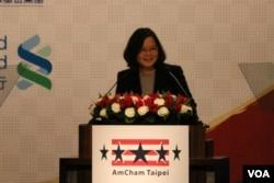 台湾总统蔡英文在致辞(美国之音杨明拍摄)