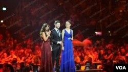 Presenters Eurovision 2012