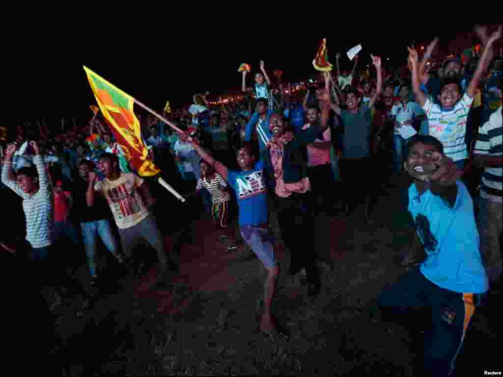 سری لنکا کے نواجوان ٹی ٹوئنٹی جیت کی خوشی مناتے ہوئے