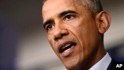 2014年8月18日,奥巴马总统在白宫呼吁西非人民在和埃博拉患者接触时戴口罩和手套。(资料图片)
