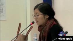 王炳章先生的女儿王天安在台湾立法院听证会上发言(VOA视频截图)