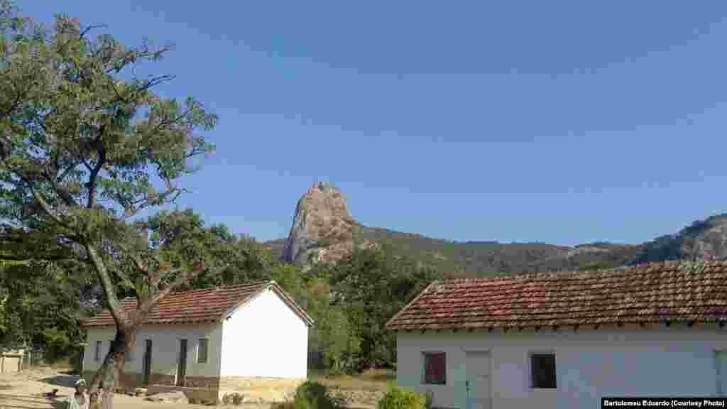 """""""Visitei a missão evangélica de Kasuwa onde foi a minha infância. Fica a poucos km do Cubal"""" Bartolomeu Eduardo (Benguela, Angola), Junho 15, 2015"""