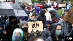 'بلیک لائیوز میٹر' تحریک میں صرف سیاہ فام افراد ہی نہیں بلکہ سفید فام افراد کی بھی بڑی تعداد شامل ہے۔