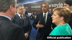 ABŞ prezidenti Barak Obama, Almaniya kanslerti Angela Merkel və Ukrayna prezidenti Petro Poroşenko NATO sammitində