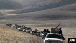 عکس آرشیوی از کاروان پیکارجویان جبهه نصرت در تپه های قلمون در نزدیکی مرز سوریه و لبنان - مهر ۱۳۹۳