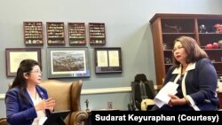 Senator Tammy Duckworth meets with Thai Sang Thai Party chiarperson Sudarat Keyuraphan in Washington, D.C.