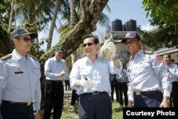 2016年1月28日,台湾总统马英九亲摘太平岛蔬果(台湾总统府图片)