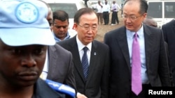 A U.N. peacekeeper escorts U.N. Secretary-General Ban Ki-moon and World Bank President Jim Yong Kim (R) during their joint trip to Goma, in the Democratic Republic of Congo's war-torn east, May 23, 2013.