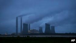La mayor causa del calentamiento global es la quema de combustibles fósiles.