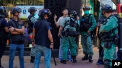 Policia në Hong Kong duke ndaluar protestues