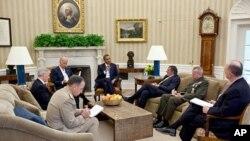 اوباما د افغانستان لپاره د نوي ټاکل شوي ټیم سره وکتل