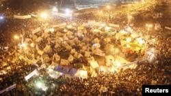 Ribuan warga Mesir berunjuk rasa menentang rancangan konstitusi yang sudah disepakati oleh panel Islamis, Jum'at (30/11).