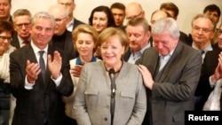 La canciller alemana Angela Merkel de la Unión Democrática Cristiana (CDU), habla con la prensa luego del colapso de conversaciones para formar una nueva coalición de gobierno. Noviembre 20, 2017.