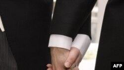 აშშ-ში ერთი სქესის წყვილთა ქორწინებას მხარს უჭერენ