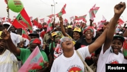 Supporters of Angola's main opposition UNITA party cheer during an election rally in Luanda, August 25, 2012.