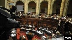 """La oposición uruguaya tildó al gobierno del presidente José Mujica de """"hipócrita"""" por no actuar de la misma manera hacia Irán."""
