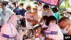 Một cuộc xét nghiệm hàng loạt ở Vũ Hán, Hồ Bắc, Trung Quốc, 3/8/2021.