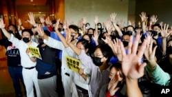 点击观看新闻组图:香港抗议百日