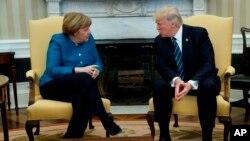 ABŞ prezidenti Donald Tramp Ağ Evdə Almaniya kansleri Angela Merkellə danışıqlar aparır