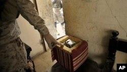 Contoh bahan peledak rakitan (IED) yang ditemukan marinir AS di Fallujah, Irak.