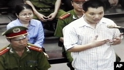 "Nguyen Van Dai, right, testifies in this May 2013 file photo, originally taken from TV footage. The well-known Vietnamese human rights lawyer was arrested on anti-state ""propaganda"" charges."