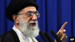 El ayatolá Ali Jamenei afirma que las negociaciones con Estados Unidos no servirán de nada.