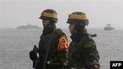 Južnokorejski marinci čuvaju stražu na ostrvu Jongpjong, 17. decembra 2010.