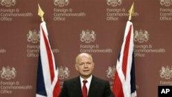Waziri wa mambo ya nje wa Uingereza William Hague akizungumza na vyombo vya habari huko London, kwamba Uingereza inalitambua rasmi baraza la kitaifa la mpito nchini Libya