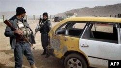 Cảnh sát Afghanistan tại hiện trường sau một vụ nổ bom ở Kandahar, phía nam thủ đô Kabul, ngày 15/12/2010